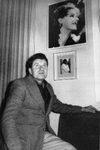 (1961-En su estudio de c. la Licorera, Fotos de G. Garbo y Buñuel)